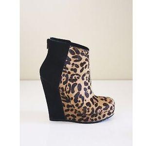 Kelsi Dagger Huette Leopard Wedge